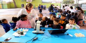 Investigadores de la Autónoma realizaron feria científica en Escuela Calicanto de Quinta Normal