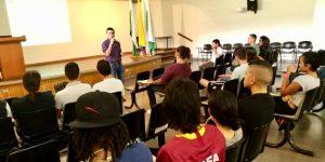 Académico de la Escuela de Psicología presentó ponencia en congreso internacional en Colombia