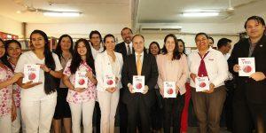Libro Virus de la Autónoma en la Universidad Politécnica y Artística del Paraguay