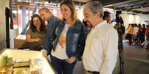 Autónoma en Temuco inaugura exposición sobre sus 30 años de historia
