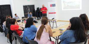 Estudiantes de la U. Autónoma capacitan a emprendedoras de Constitución