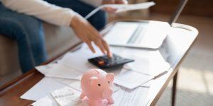 Investigador señala que conocimiento y práctica financiera son claves para enfrentar complejos períodos económicos
